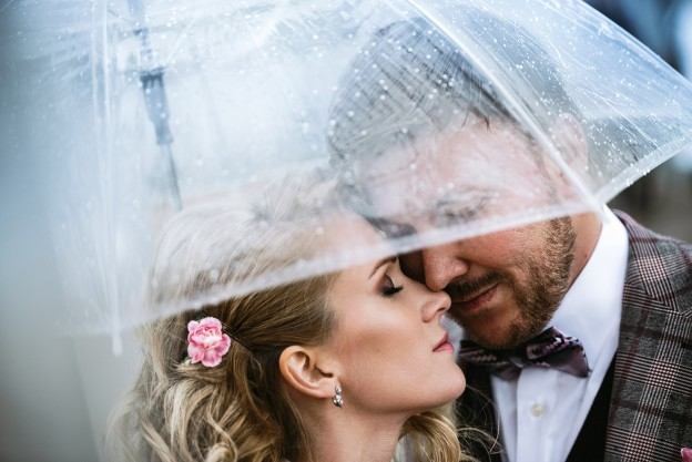 Цветные акценты в свадебном макияже