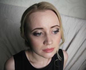 Вечерний макияж с сияющим пигментом