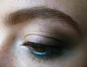 Объемные локоны и летний макияж