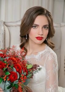 красные губы и укладка волна. цвет марсала на свадьбу